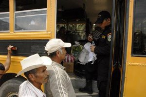 20100429090556-militarizacion-aguan11.jpg